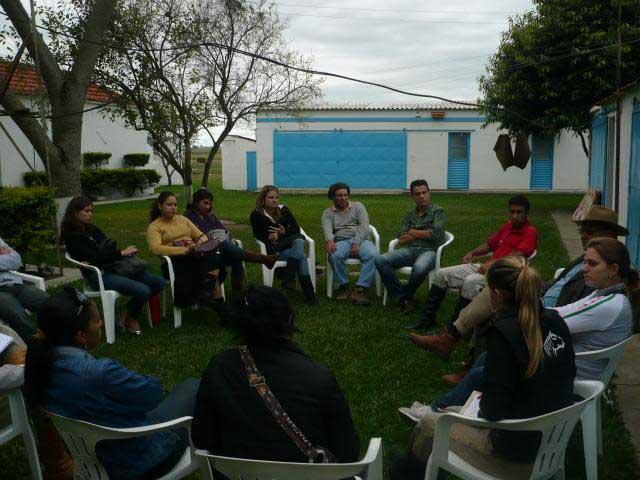 Photo of Alunos do Agronégocio em aula da campo