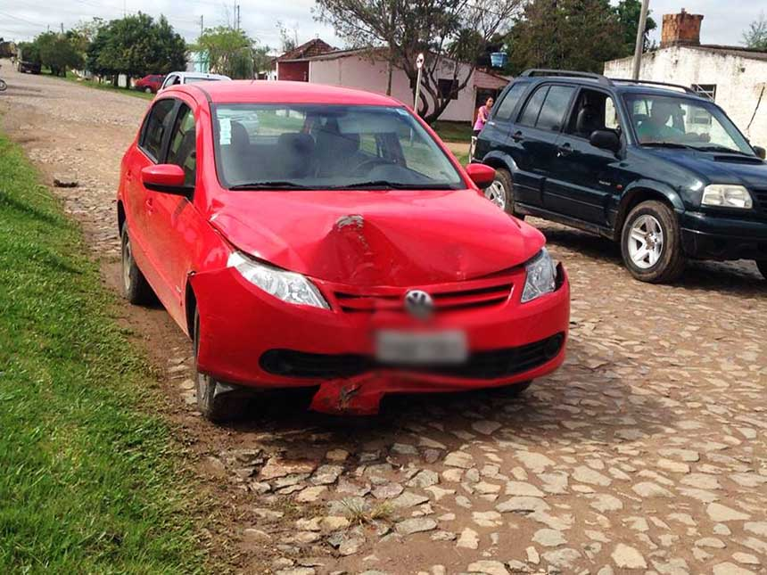 Photo of Funcionária de lavagem bate carro de cliente ao sair para dar carona à sua mãe; ela não possuía CNH