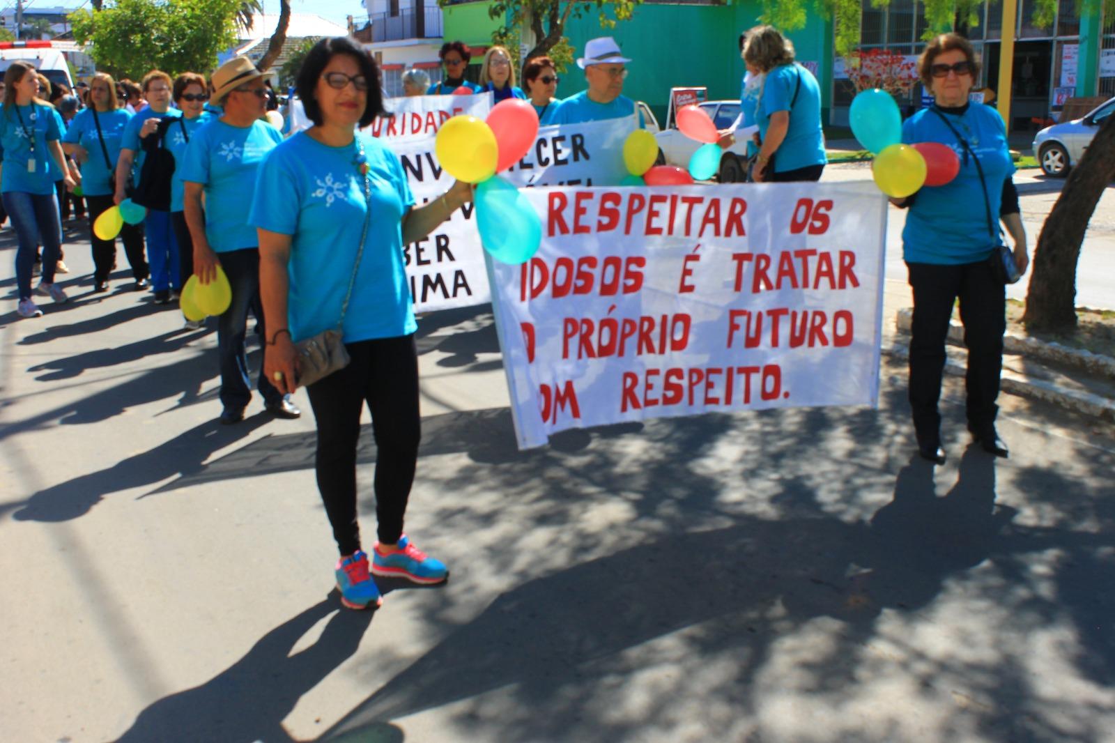 Photo of Caminhada na avenida Barão do Upacaraí visou comemorar o início do mês do idoso