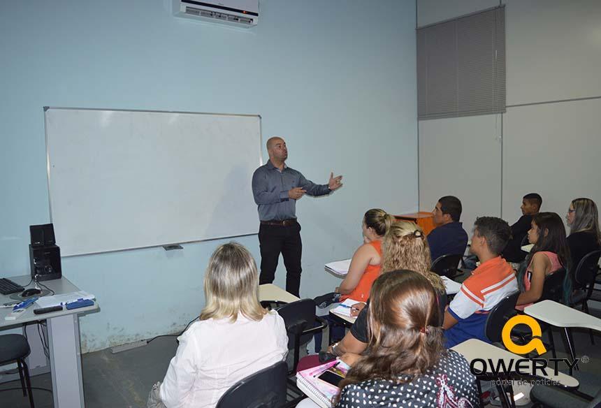 Photo of Inicia curso 3×1 (Vendas, Frentista de Posto de Gasolina e Operador de Caixa de Supermercado) na Qwerty Escola