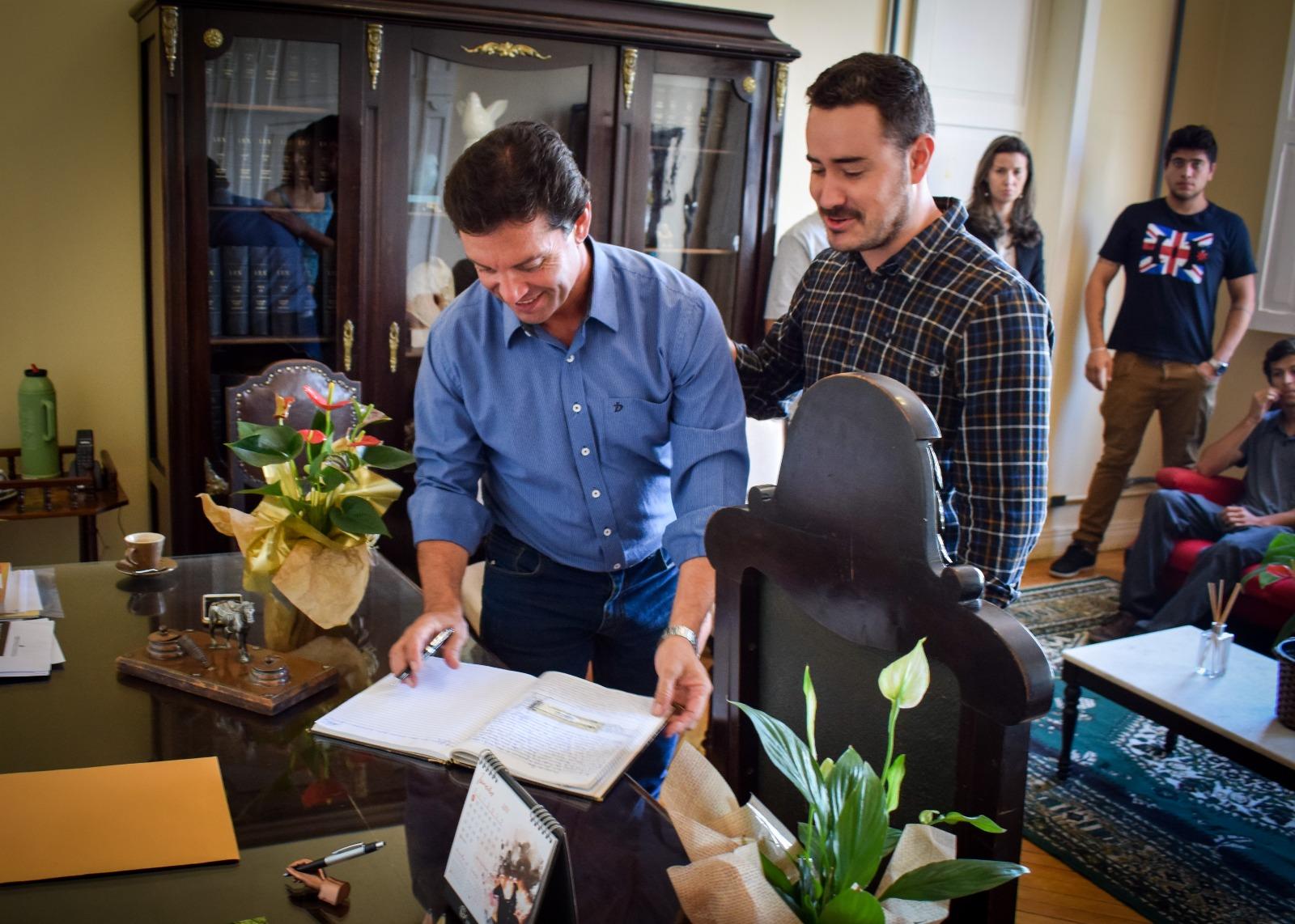 Photo of Alberto Rodrigues assume interinamente como prefeito de Dom Pedrito