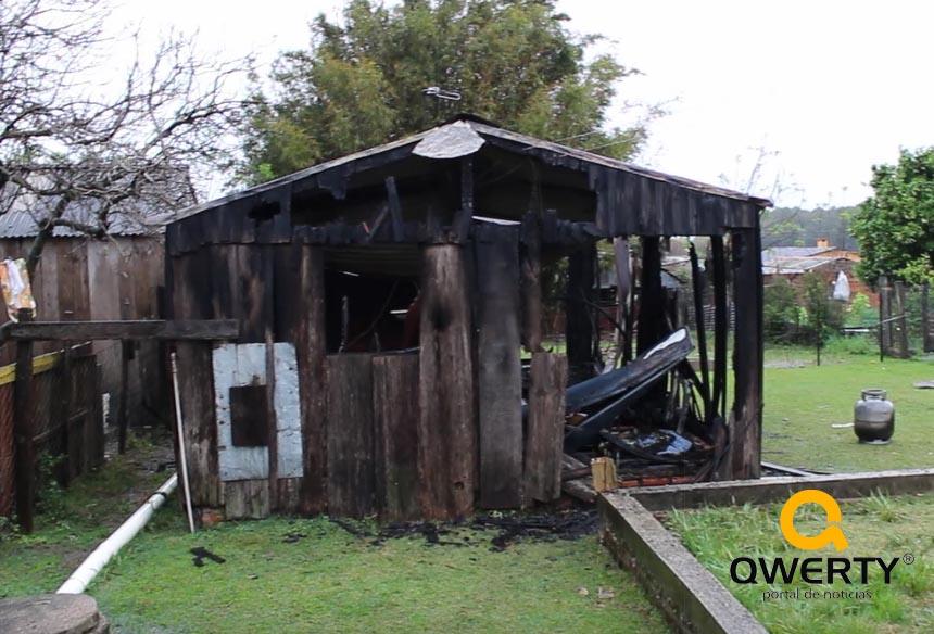 Photo of Incêndio destrói residência e faz morador perder todos os seus pertences; saiba como ajudá-lo