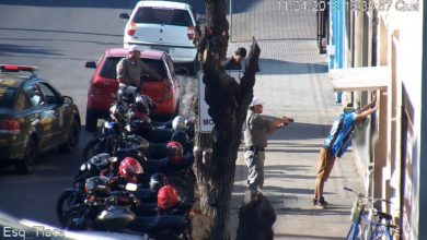 Photo of No centro da cidade, dupla é presa por porte ilegal de arma de fogo, receptação e ameaça; assista ao vídeo