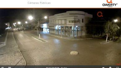 Photo of Câmeras de monitoramento mostram ruas vazias na noite deste sábado (21)