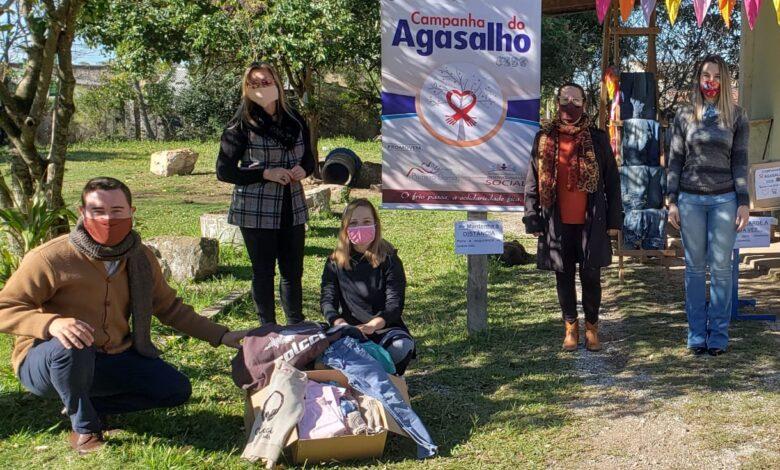Photo of No primeiro dia da Campanha do Agasalho, loja Pequemimos faz a sua primeira doação